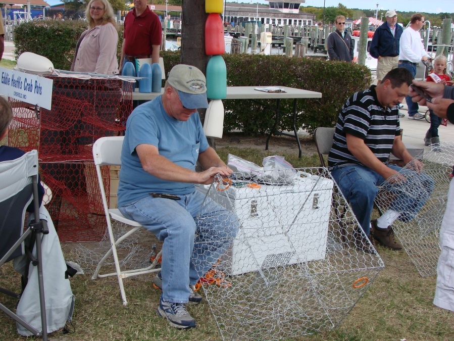 0480 DOCK DAYS AT SOMERS COVE MARINA EDDIE HEATH SHOWS HOW TO MAKE CRAB POTS SEPT. 2013